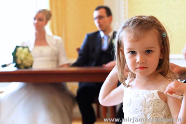© Mirjam Verschoor Bruidsmeisje trouwceremonie Fotografie
