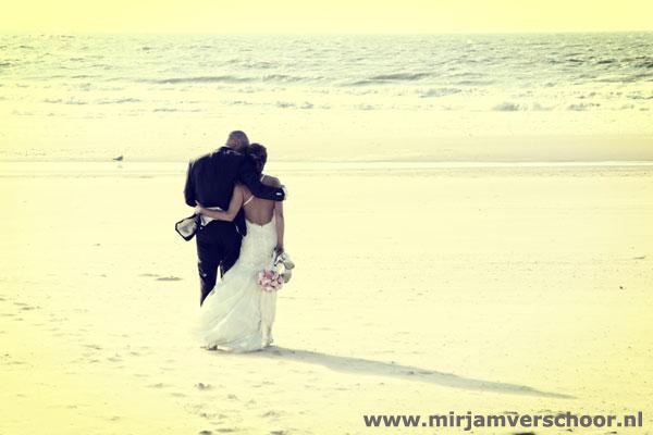 Mirjam Verschoor bruidsreportage strand